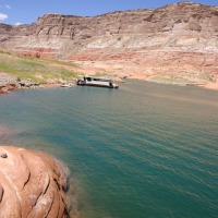 houseboat-on-lake-powell
