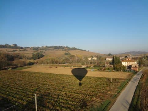 hot air ballooning over tuscany italy