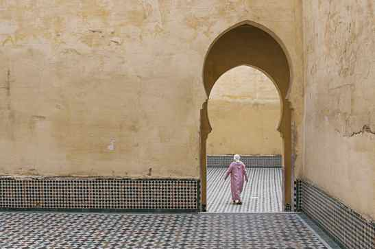 morocco woman in doorway