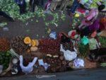 Mumbai's sidewalk vegetable market