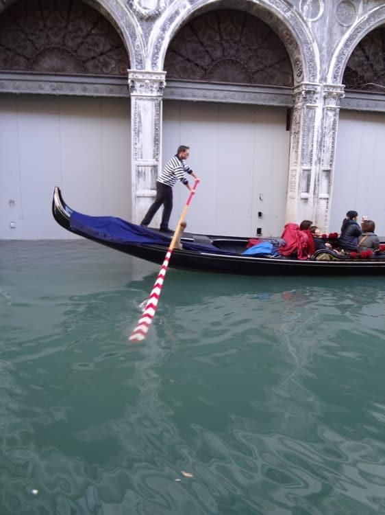 Italy-Venice-gondola-ride