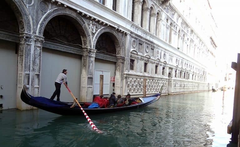 Italy-Venice-gondolier