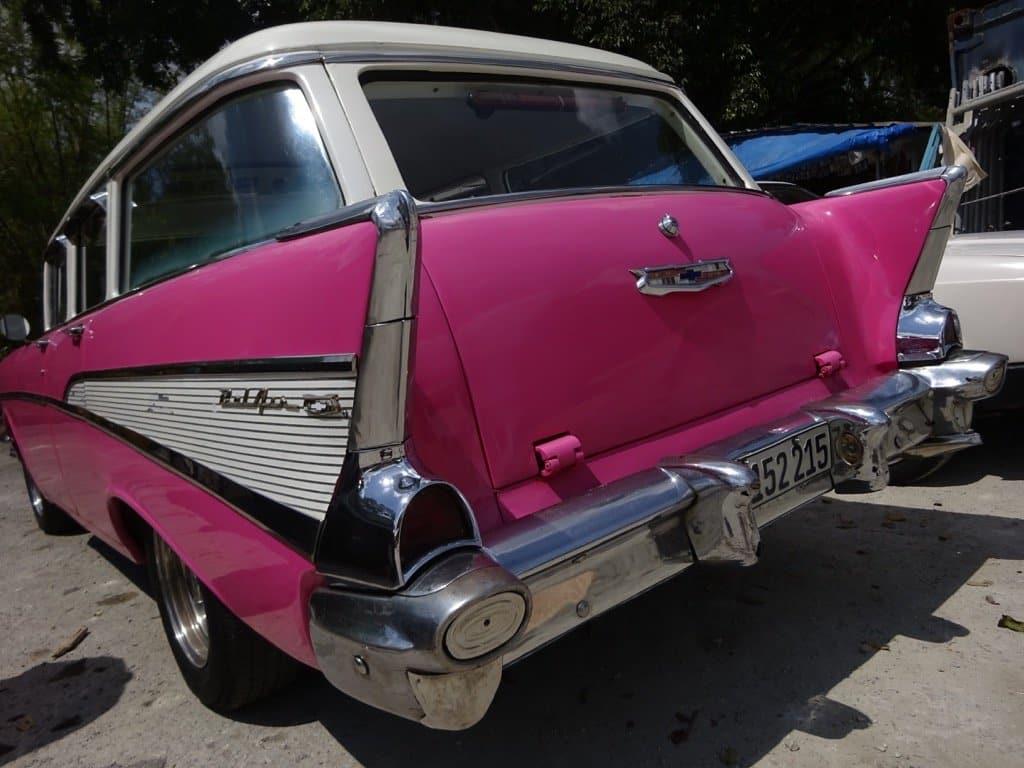 cuba-fusia-classic-car