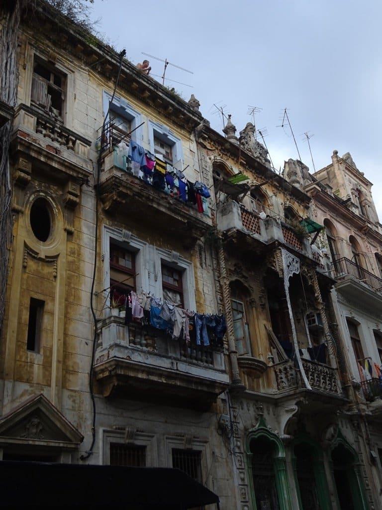 cuba-havana-interesting-street-scene