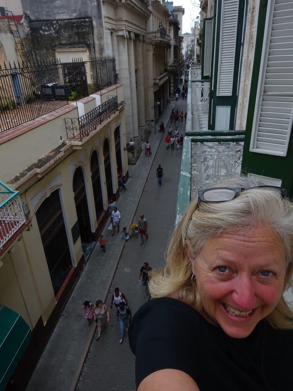 cuba-me-balcony-overlooing-calle-obispo