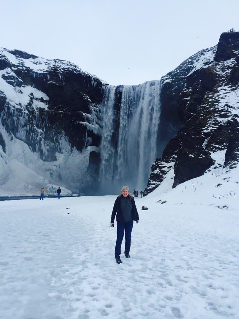 iceland-waterfalls-frozen-winter