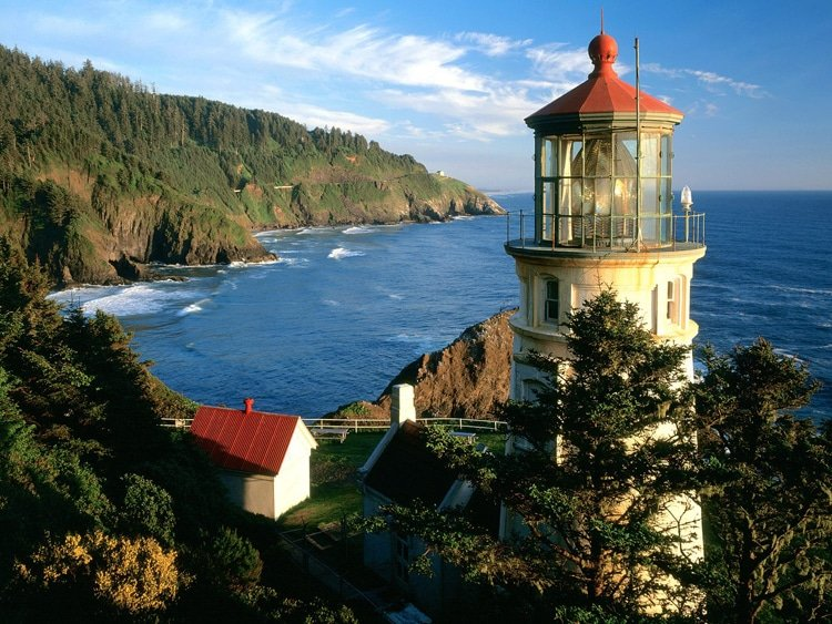 beautiful-heceta-head-lighthouse-view.jpg