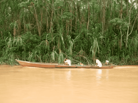 canoe-up-the-tambopata-and-into-the-jungle