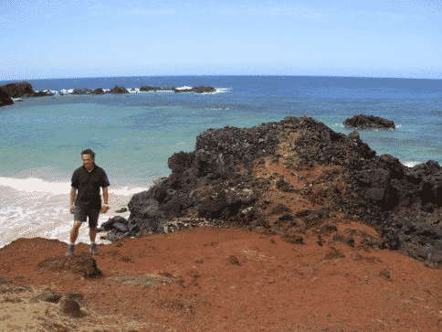 guide-ramon-at-ovahe-beach-easter-island