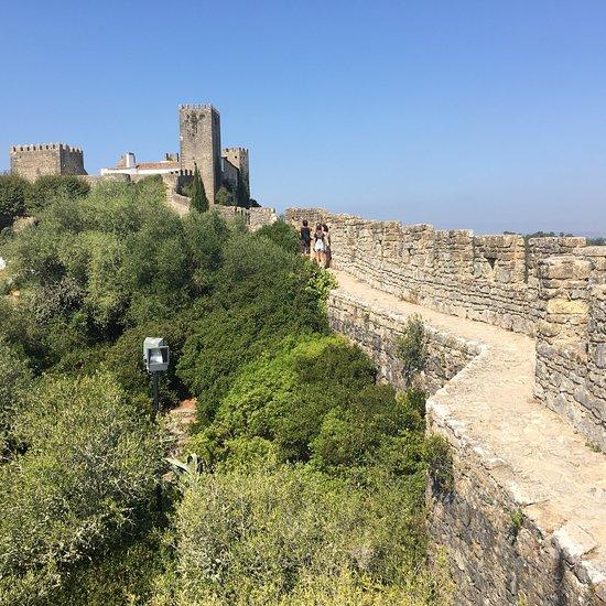 portugal-walking-walls-obidos-castle