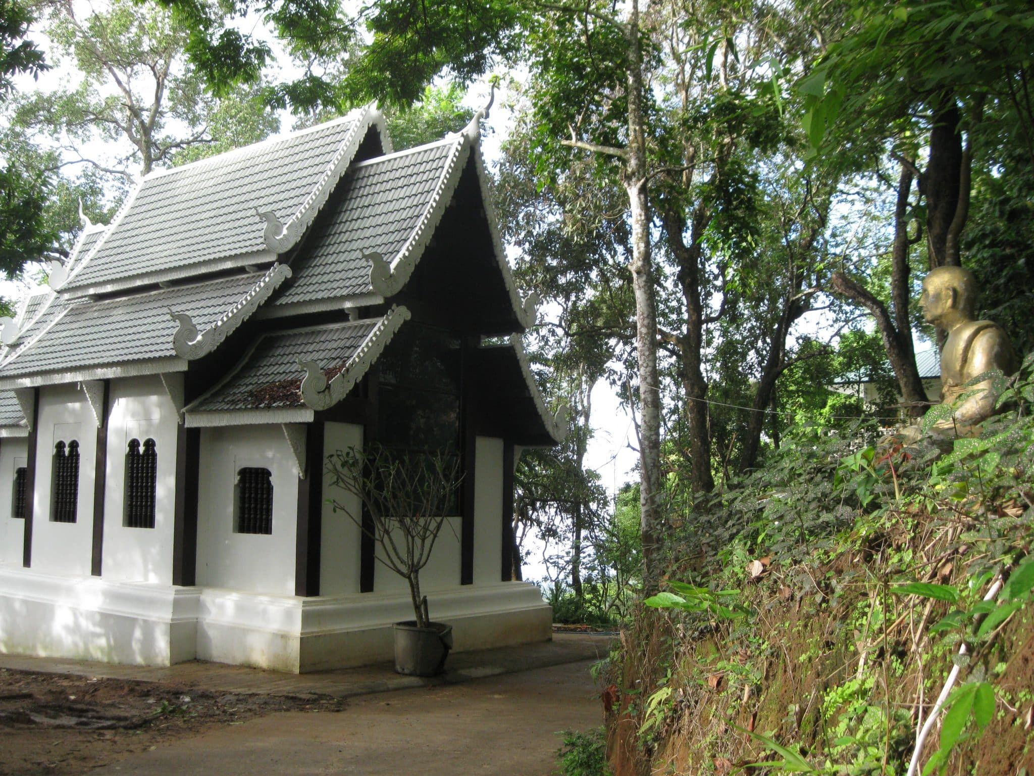 thailand-monastery-chapel-in-jungle