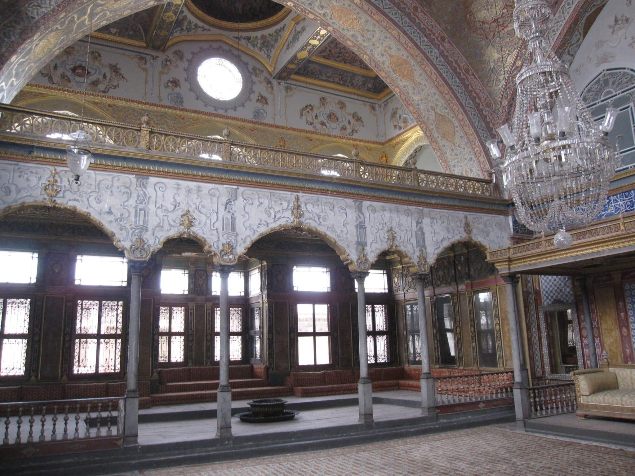 turkey-istanbul-topkapi-palace-harem-room-elaborate-interior