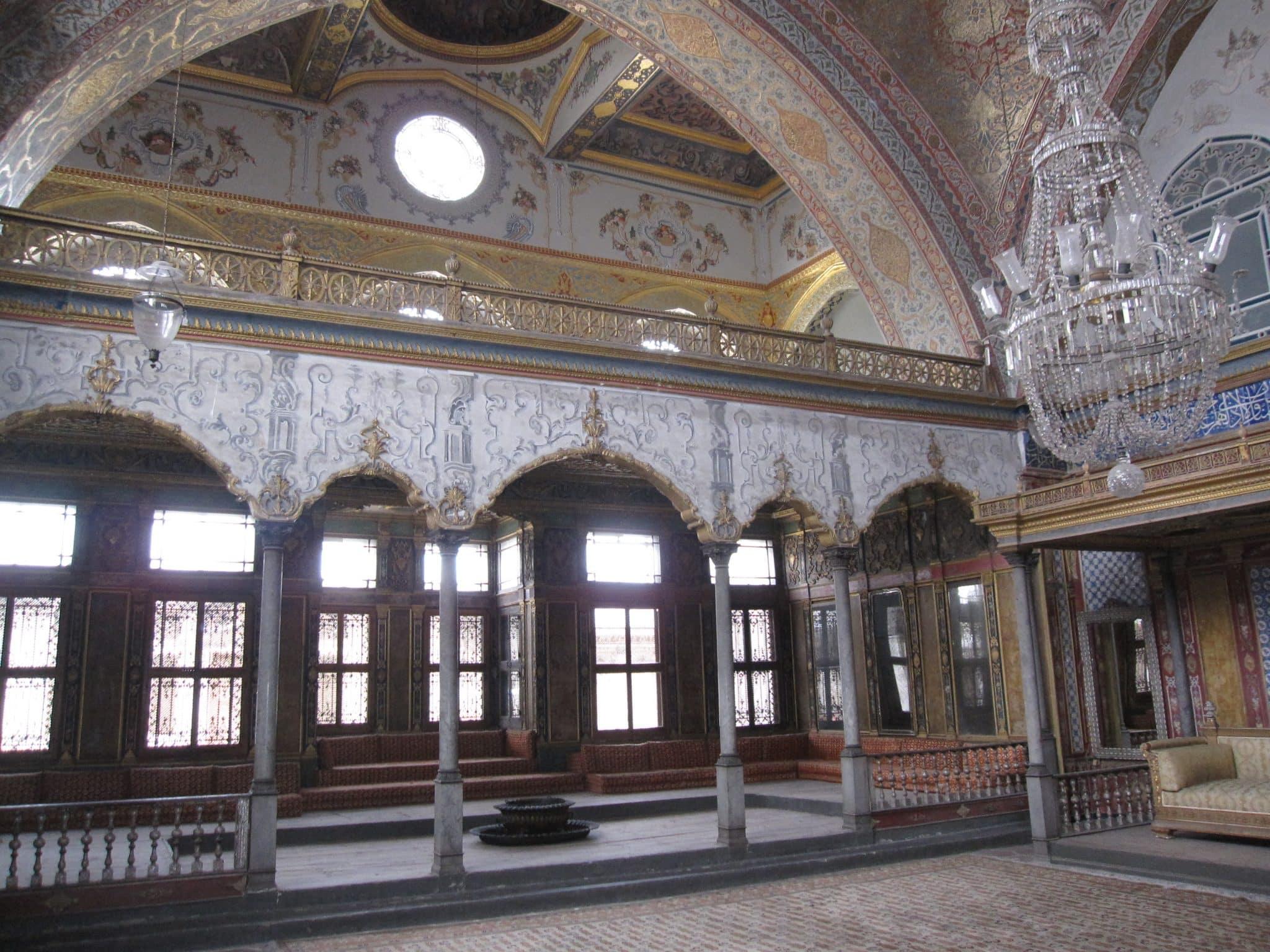 turkey-istanbul-topkapi-palace-harem-room-elaborate-interior