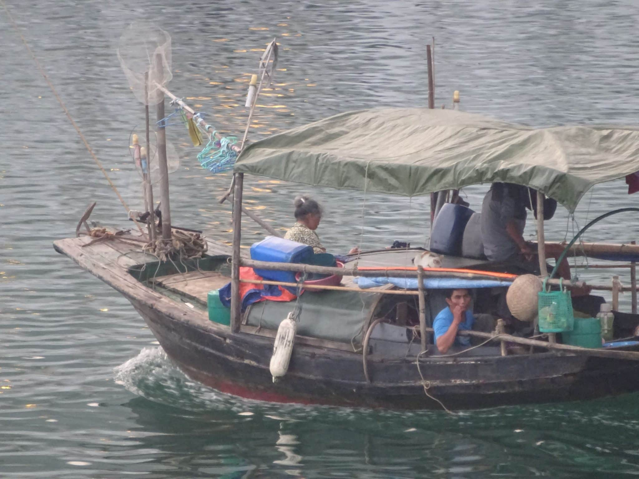 vietnam-fishing-family-halong-bay