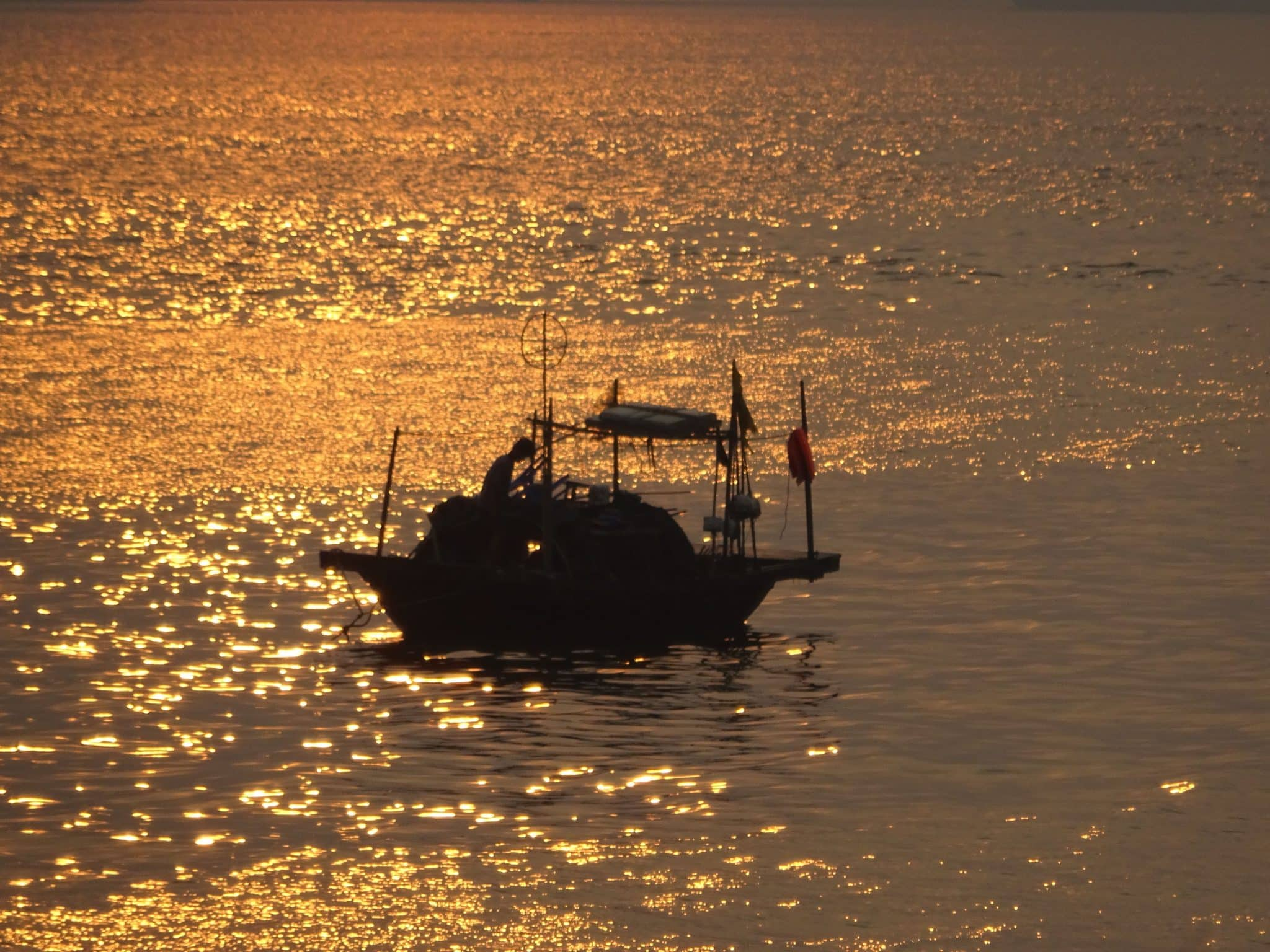 vietnam-halong-bay-fishing-boat-sunrise