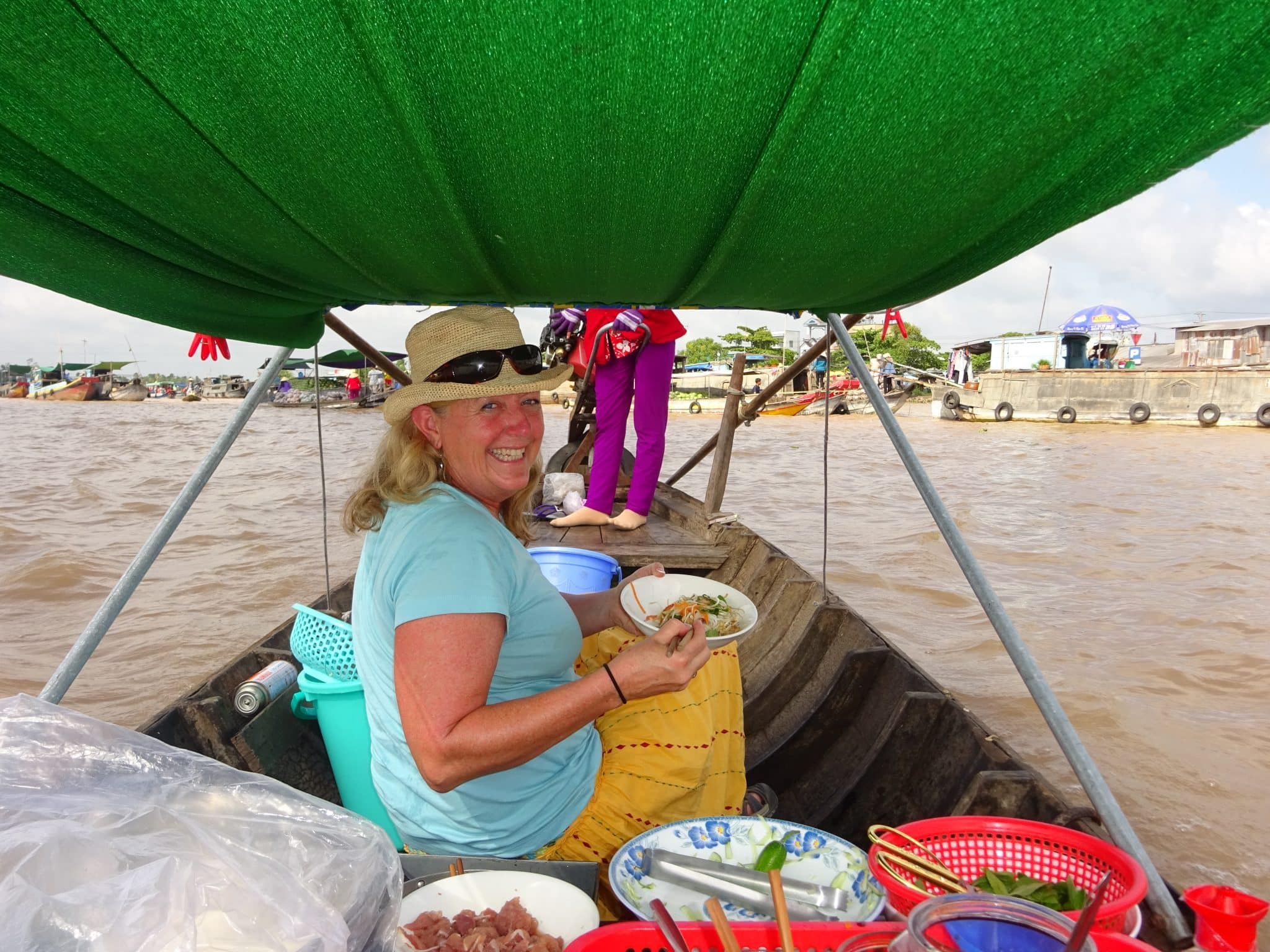 vietnam-mekong-riding-in-the-noodle-ladys-boat